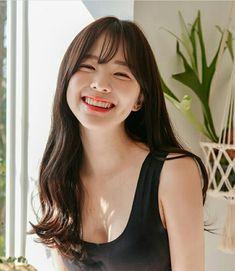 Pin on cleavage VI Pretty Korean Girls, Cute Asian Girls, Beautiful Asian Girls, Very Pretty Girl, Korean Makeup Look, Ulzzang Korean Girl, Medium Hairstyles, Asian Beauty, Hair Inspiration