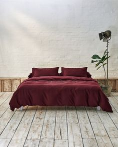 All your bedding essentials in one set. Our luxurious bedding is woven in Portugal with 100% premium long staple cotton and has a 400 thread count. Crafted to last and guarantee a restful night. Sink into deep burgundy sheets, a rich and indulgent touch to your bedroom. Beige Bedding Sets, Dark Grey Bedding, Burgundy Bedding, Striped Bedding, Green Bedding, Duvet Sets, Luxury Duvet Covers, Luxury Bedding, Cotton Duvet
