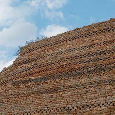 Khami ruins in zimbabwe Black History Facts, Art History, Caribbean Culture, Abandoned Cities, Sacred Symbols, African Diaspora, Fantasy Inspiration, Ancient Architecture, Zimbabwe