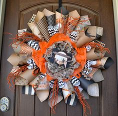 First Lady of the House: Halloween Paper Cone Wreath #diy #tutorial #decor. DIY paper craft decoration.
