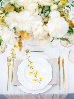 Yellow Wedding Ideas for Spring Yellow Wedding Flowers, Yellow Weddings, Yellow Wedding Decor, Yellow Flowers, Romantic Table Setting, Wedding Table Settings, Outdoor Wedding Photography, Bride Photography, Pantone