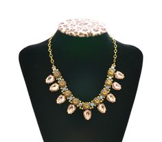 such a cute statement necklace!