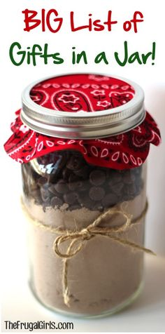 101 Gifts in a Jar Recipes! {Fun Homemade Mason Jar Gifts} BIG List of Gifts in a Jar Ideas and Recipes! ~ you'll love this HUGE collection of fun mason jar gifts and creative homemade gift ideas! Mason Jar Meals, Mason Jar Gifts, Meals In A Jar, Gift Jars, Creative Homemade Gifts, Diy Gifts, Handmade Gifts, Party Gifts, Chocolate Fudge Cookies