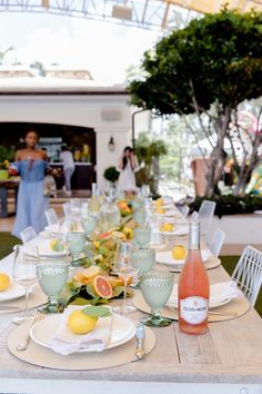 Host a Citrus Theme Party - Fashionable Hostess Outdoor Dinner Parties, Dinner Party Table, Elegant Dinner Party, Dinner Themes, Party Themes, Party Ideas, Brunch Decor, Brunch Table Setting, Brunch Party Decorations