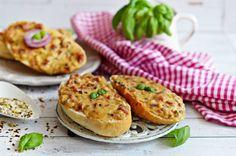 Sonka, gomba, besamel, ennél több nem is kell :-) Na jó, sajt. Ciabatta, Salmon Burgers, Baked Potato, Baked Goods, Sandwiches, Food And Drink, Pizza, Potatoes, Baking