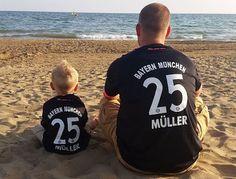 Familiäres Bayern Fan Dasein :) ---  Das Müller Trikot für Gross und Klein --- https://plus.google.com/u/0/b/102267070458502399313/collection/M1J5e --- #FCB #Bayern #München #ThomasMüller #Müller #Bundesliga
