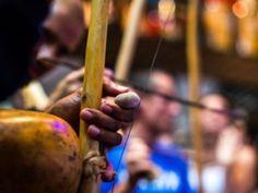 Bloco Os Capoeira desfila no pré-Carnaval do Ibirapuera