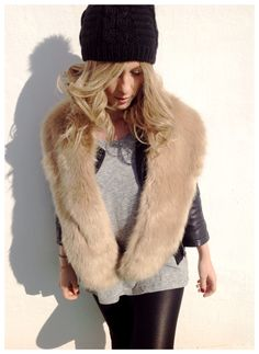 4 maneras de llevar una estola de pelo - Zara   Miss Cuqui blog www.misscuqui.com