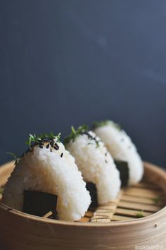 Wholesome – Onigiri with tuna filling Make vegan: for filling combine cooked chickpeas that are roughly chopped (or pulsed in food processor) so that the texture is similar to tuna with homemade teriyaki sauce Seafood Recipes, Cooking Recipes, Tuna Recipes, Cooking Tips, Dinner Recipes, Asian Recipes, Healthy Recipes, Healthy Food, Easy Japanese Recipes