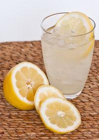 Refreshing homemade honey lemonade