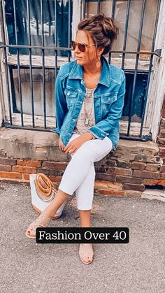 Casual Work Outfits, Mom Outfits, Everyday Outfits, Stylish Outfits, Cute Outfits, Summer Casual Outfits For Women, Jean Shirt Outfits, Colored Jeans Outfits, Classic Outfits For Women