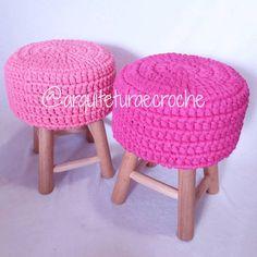 Pra quem ama tons de rosa... #crochet #croche #handmade #tapete #fiodemalha #feitocomamor #feitoamao #trapilho #totora #knit #knitting #alfombra #decor #quartodebebe #baby #decor #decoracao #artesanato #bancodecroche #banco #bancodemadeira #ac_banco #bancorosa #festainfantil #decoraçaodefesta #partydecor #decoraçaodefesta #boanoite #goodnight