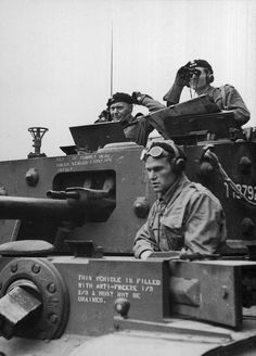 Crew of a Polish Cromwell VII from Armored Division, France On the turret, at the left is Stanisław Maczek, commander of the the division - pin by Paolo Marzioli Cromwell Tank, Poland Ww2, Leyte, Modern Photographers, Italian Army, Armored Fighting Vehicle, History Photos, American Soldiers, Tanks