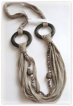 anelli legno e fettuccia color cammello