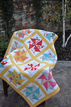 yellow sashing = adorable quilt (never thought about how the color of the sashing can change the look of the quilt so much)