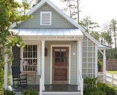 Casa Container: +80 Projetos, Preços e Dicas de Construção Best Exterior Paint, Exterior Paint Colors For House, Paint Colors For Home, Exterior Design, Best Tiny House, Small House Plans, Farmhouse Exterior Colors, Small Cottage Designs, Porch Wood