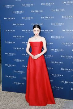 Fan Bingbing attended the De Beers 2017 new Lotus By De Beers in a red strapless evening prom gown. The red gown made her attractive at the red carpet. Red Lace Prom Dress, Red Homecoming Dresses, Best Prom Dresses, Elegant Prom Dresses, Simple Dresses, Strapless Dress Formal, Beautiful Dresses, Nice Dresses, Dress Red
