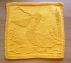 Dishcloth with pelican design; pattern is in German.