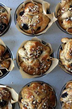 Gezonde havermout ontbijtmuffins met bramen en pecannoten