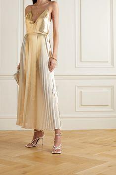 Fashion Advice, Fashion News, Fashion Online, Maxis, Dress Outfits, Fashion Dresses, Valentino Clothing, Maxi Robes, Top Designer Brands