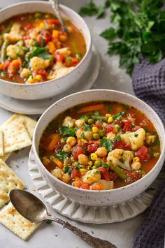 Super easy cauliflower vegetable soup - cooking classy vegetarian vegetable s Vegetarian Vegetable Soup, Cauliflower Vegetable, Vegetable Soup Recipes, Cauliflower Soup, Vegetable Stock, Easy Healthy Dinners, Healthy Soup, Healthy Dinner Recipes, Vegan Recipes