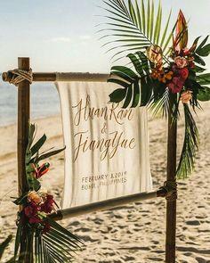 Aramızda şöyle yakınlarımla sahilde düğün yaparım diyenler var mı? Varsa bu tropikal esintileri olan arkaplan tam size göre! . . . . .  #wedding #engagement #weddingorganization #düğün #düğünorganizasyonu #düğünhazırlıkları #fotoğraf #photography #fotoğrafköşesi #photobooth #natural #flower #background #arkaplan #decor #decoration #weddingdecoration #chic #simple #diy #crafts #beach #kumsal #tropik #sahil #sahildugunu Tropical Wedding Decor, Boho Beach Wedding, Beach Wedding Reception, Beach Wedding Inspiration, Beach Ceremony, Beach Wedding Decorations, Hawaii Wedding, Wedding Ideas, Tropical Wedding Centerpieces