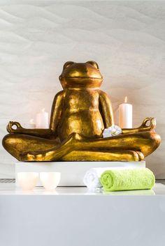 La grenouille Yoga! Relaxez-vous! De 4,5 à 50 cm de hauteur. Un cadeau original et déco! #yoga #grenouille #frog #yogafrog #or #deco #zen #bienetre #sante #love #livezen #zenattitude #bougie #ambiance #mood #homedeco #home #salledebain #decozen