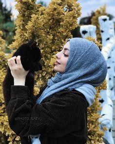 Image may contain: 1 person, outdoor Hijabi Girl, Girl Hijab, Modest Fashion, Hijab Fashion, Muslim Beauty, Muslim Hijab, Beautiful Hijab, Mode Hijab, Girls Dpz