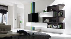 Het design TV wandmeubel bestaat uit drie elementen die je los van elkaar of in combinatie kunt monteren. Alle elementen dienen aan de muur bevestigd te worden waardoor je lege muur in je woonkamer mooi is opgevuld. De boekenkast van het Italiaans TV wandmeubel Line Combi Four is afgewerkt in Mat Eiken Wenge kleur. Je kunt het design TV meubel zelf indelen door te spelen met de lossen elementen en deze te monteren zoals jij dat wilt.