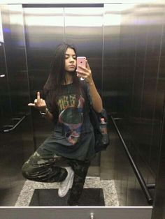 Grunge Outfits, Tomboy Outfits, Cool Outfits, Fashion Outfits, Aesthetic Girl, Aesthetic Clothes, Looks Hip Hop, Foto Casual, Selfie Poses