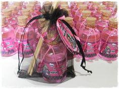 Aromatizador da Monster High, uma linda lembrancinha que  seus convidados irão se apaixonar.  Aromas a sua escolha.  O aroma será entregue completo, conforme a foto ilustrada.    FRETE GRÁTIS PARA O ESTADO DE SÃO PAULO!    PARA MAIORES QUANTIDADES, POR FAVOR VEJA NOSSA DISPONIBILIDADE DE DATAS. R$ 4,80