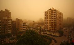 Scorching heat and a severe sandstorm have taken over #Cairo. Enas El Masry]