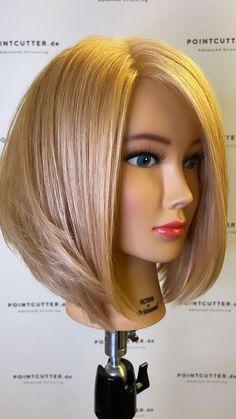 Wavy Bob Haircuts, Short Bob Hairstyles, Modern Hairstyles, Older Women Hairstyles, Medium Hair Styles, Short Hair Styles, Hair Cutting Techniques, French Hair, Hair Barrettes