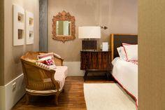 Decoração de apartamento com estilo. No quarto tons neutros, jogo de cama branco e vermelho. Double Room, Open House, Room Ideas, Bed, Furniture, Home Decor, Neutral Tones, Couple Room, Rouge