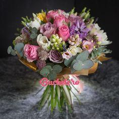 *Explozie de eleganță și parfum, asta se întâmplă astăzi la noi în atelier.   #livrareflori #florarie #buchetdeflori #nunta2017 #flowersoftheday Succulents, Floral Wreath, Wreaths, Plants, Home Decor, Fragrance, Atelier, Floral Crown, Decoration Home