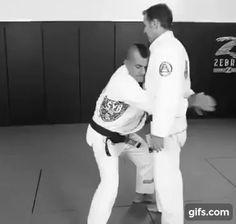 BJJ Defence vs. Front Bearhug Under Arms - Pedro Sauer