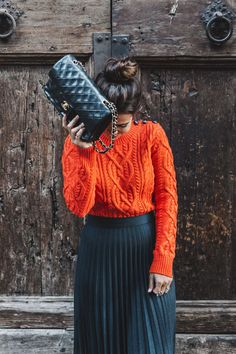 Orange_Sweater-Midi_Skirt-Slingback_Shoes_Chanel-Vintage_Bag-Florence-Outfit-Street_Style-32