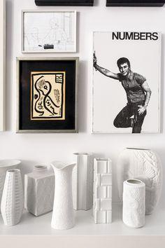 Blanco y negro - AD España, © Ricardo Labougle Obras de Hans Hemmert, Vicente Escudero y dean Sameshima y jarrones vintage. Foto Ricardo Labougle