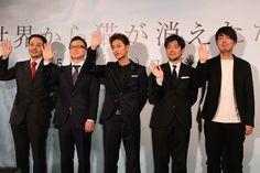 「世界から猫が消えたなら」完成報告会の様子。左から市川南、春名慶、佐藤健、永井聡、川村元気。