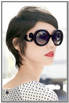 With Glasses Short Pixie Hairstyle For Wavy Hair Haircuts For Girls ...
