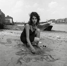 Tracey Emin. #traceyemin http://www.widewalls.ch/artist/tracey-emin/