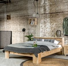 39 Rustic Farmhouse Bedroom Design and Decor Ideas To Transform Your Bedroom - The Trending House Industrial Bedroom Furniture Sets, Industrial Bedroom Design, Furniture Nyc, Furniture Websites, Bedroom Designs Images, Bedroom Images, Diy Bett, Simple Bed, Farmhouse Bedroom Decor