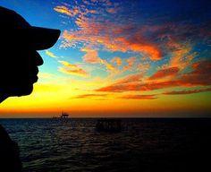 Fotografía: @alejandrosolo1 Usando: #IgersFalcon -------------------------------- Atardecer Tricolor Hoy vemos la posibilidad de un nuevo futuro! Vota en 6D que para luego es tarde! -------------------------------- #picoftheday #photooftheday #igersvenezuela #socialmedia #photo #sunrise  #instagood #sunset #falcon #venezuela #paraguana #elnacionalweb #phoneography #pic #share #pfgcrew #sky #puntofijoguia #atardecer #cielo