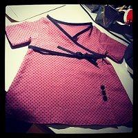 La Mercerie du Faubourg aime ce tuto et patron de la petite robe portefeuille... Pop Couture, Baby Couture, Couture Sewing, Sewing For Kids, Diy For Kids, Diy Vetement, Sewing Blogs, Diy Fashion, Bobby Pins