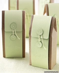 DIY paper button favor bags! Click to get the how-to