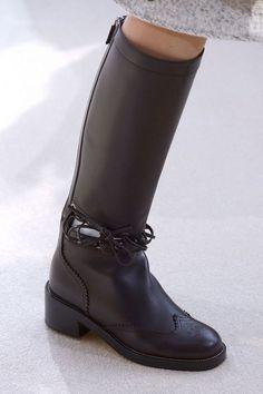 5671aa431d5 Chanel allie confort et élégance à la Fashion Week de Paris ...