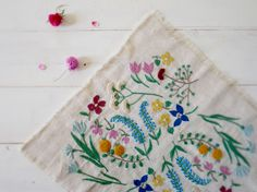 Beauty Japanese Embroidery Inspiring colors/subject still-life-embroidery by Yumiko Higuchi Japanese Embroidery, Embroidery Applique, Cross Stitch Embroidery, Embroidery Patterns, Flower Embroidery, Garden Embroidery, Motifs Textiles, Bordados E Cia, Sewing Crafts