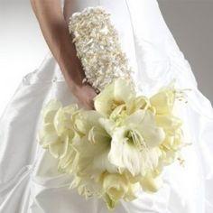white-wedding-bouquet-ideas