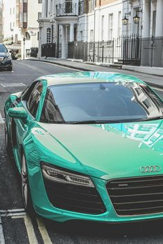 The color of Audi R8 so nice. It's amazing...