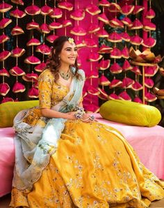 Mehendi decoration with beautiful backdrop... #indianweddingblog #saree #designerblouse #teluguwedding #telugubride #tamilwedding #tamilbride #weddingbrigade #gorgeousbride #shopzters #shaadimagic #bridesessentials #ezwed #pellipoolajada #southindianbride #southindianwedding #templejewellery #southindianweddingdecor